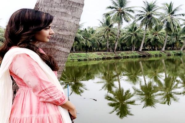రాశి ఖన్నా స్టిల్స్