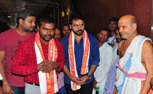 'చినబాబు' టీం @ కనకదుర్గ టెంపుల్ విజయవాడ