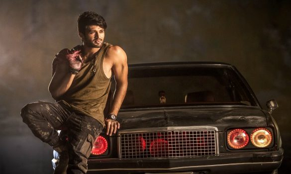 Taxiwaala Mate Vinaduga Lyrical Video Creates Sensation In Social