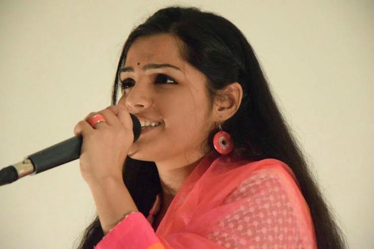 Singer Arya Ambekar to make her acting debut with Rangila Re