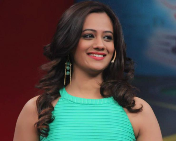 Spruha Joshi Is Keeping Herself Busy With Films, Drama & Poetry