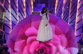Anushka Sharma Sizzles The Stage
