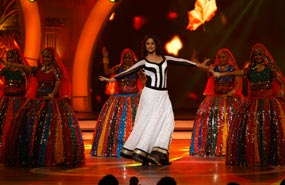 Sonakshi Sinha Entertains
