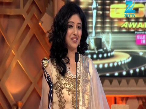 Paridhi Sharma And Pritika Rao Win Zee Cinestars Ki Khoj Debut Of The Year Female Award