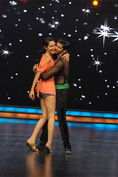 Karan Dances with wife Teejay