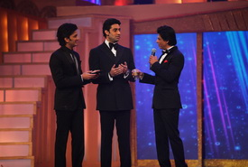 Shah Rukh, Riteish And Abhishek On The Stage