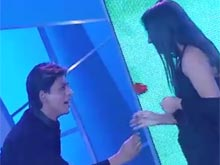 Shah Rukh Shakes A Leg With Fans