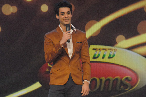 Karan Wahi to host Dance India Dance Super Moms