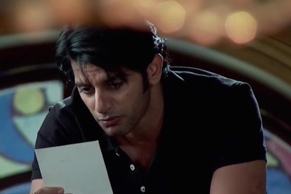 Download Qubool hai sanam and aahil romance videos, mp4